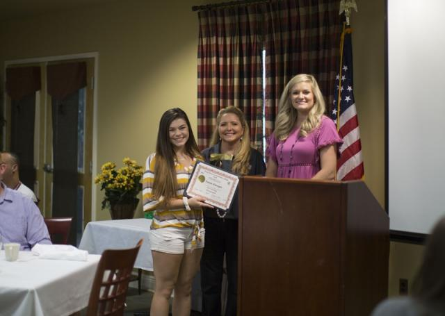 Student receives award at Summer Bridge Banquet